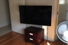 Wall mounted pull out tv bracket